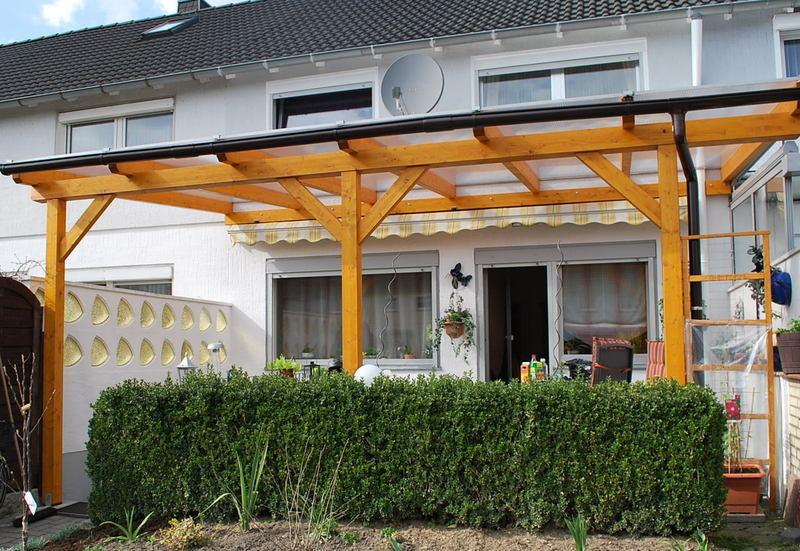 Terrassenüberdachung aus Leimholz und Doppelstegplatten
