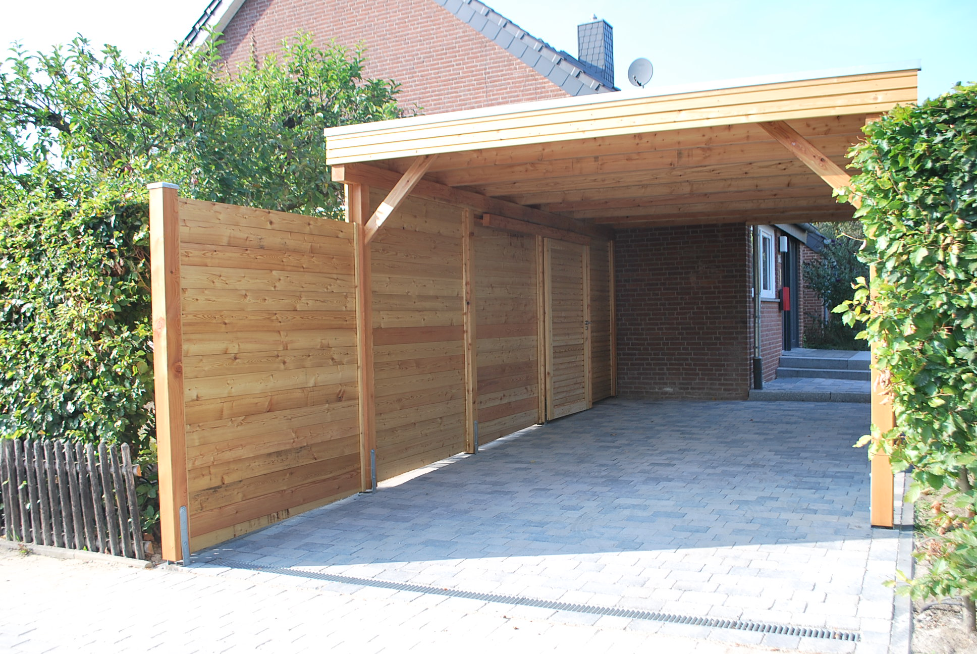 Carport aus Lärchenholz