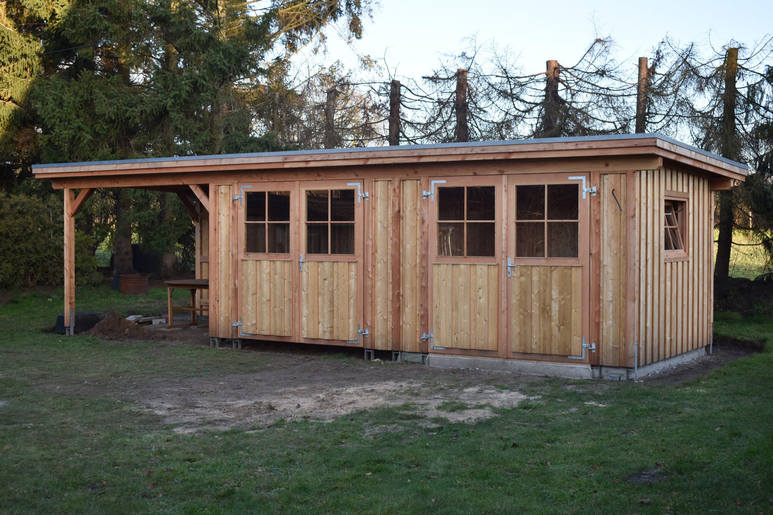 Gerätehaus aus Lärchendielen nach Maß gefertigt